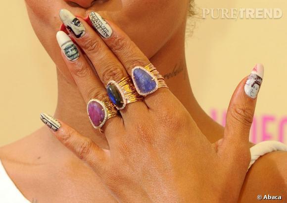 Les ongles de Rihanna se font refaire le portrait. De vraies toiles...