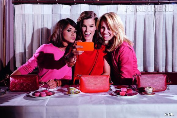 Miroslava, Hanneli et Elin présentent la collection Mini de Louis Vuitton.