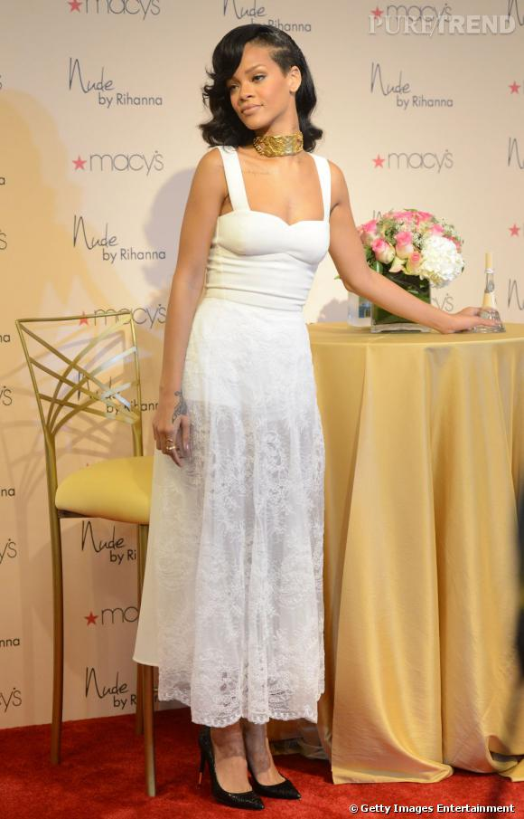 Rihanna lors du lancement de son parfum Nude chez Macy's à Los Angeles.