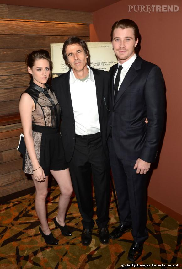 Exit Robert Pattison c'est avec le réalisateur Walter Salles et l'acteur Garrett Hedlund que Kristen prend la pose.