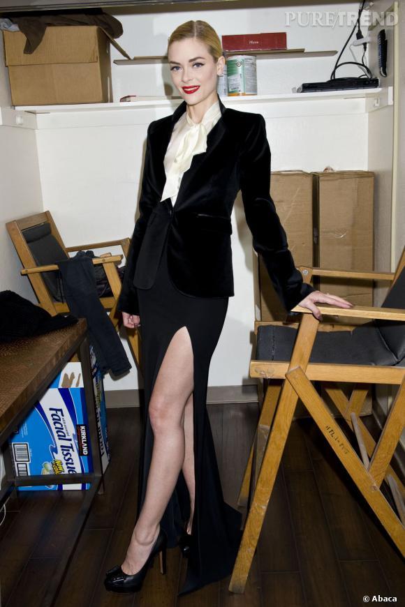 C'est parmi les créations de Rachel Zoe que la jeune femme pioche sa tenue.
