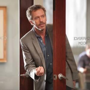 Hugh Laurie incarne à merveille le médecin cynique Dr House, et il sera difficile de dire au revoir à la série.