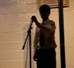 "Voici la toute première vidéo de Justin Bieber, postée par sa maman. Il y chante ""So Sick"" de Ne-Yo."