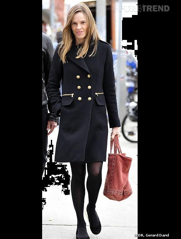 Hilary Swank dans les rues de Paris.