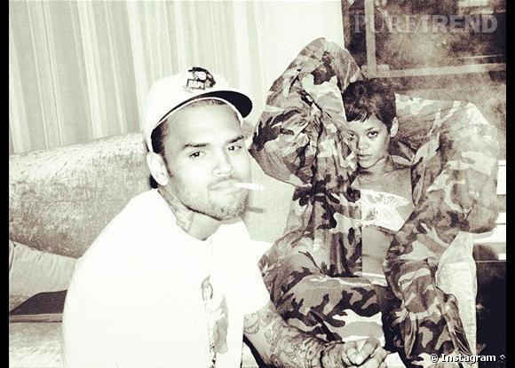 Chris Brown poste une photo de lui avec Rihanna.