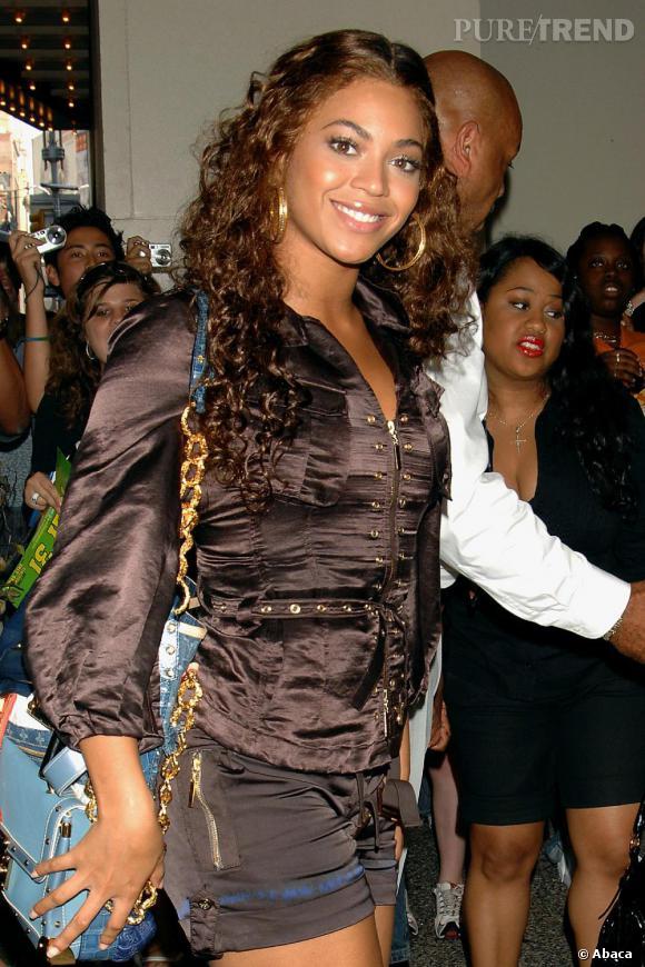 En 2007, c'est un virage à 360°, la chanteuse retourne vers une coupe un peu plus naturelle, les cheveux bouclés et plus foncés.
