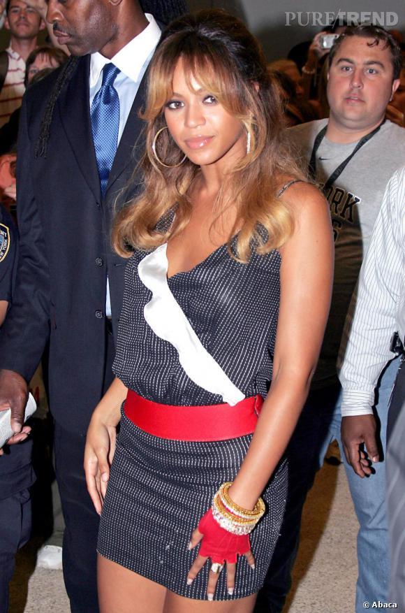 Très B.B., Beyoncé adopte la demi-queue avec une frange lourde mais séparée en deux.