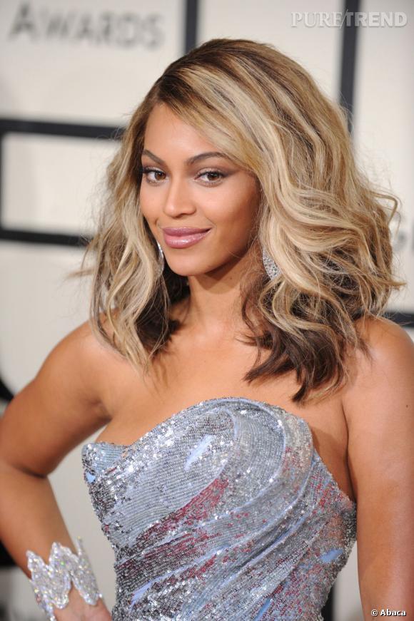 En 2008, Beyoncé retourne au blond mais le mélange avec le noir n'est pas très harmonieux, ce qui gâche cette jolie coupe courte.