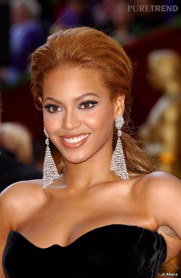Beyoncé marque ici des points avec cette queue de cheval gonflée très Hollywood.