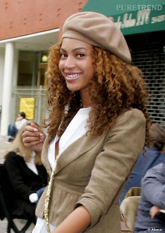 C'est avec sa crinière naturelle que Beyoncé est la plus belle. Un béret en plus pour la touche mode et c'est un sans-faute.