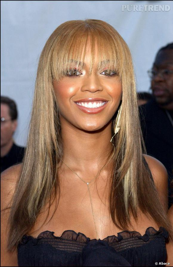 La frange de Beyoncé en 2003 n'est pas une victoire : elle est trop longue et éparse.