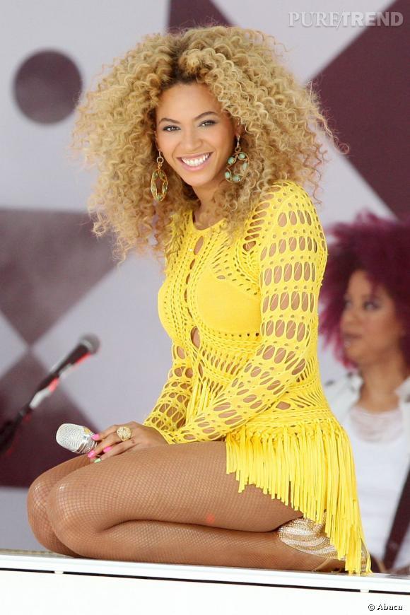 En 2011, pour relever son côté bestial, Beyoncé se coiffe d'une sublime afro blonde.