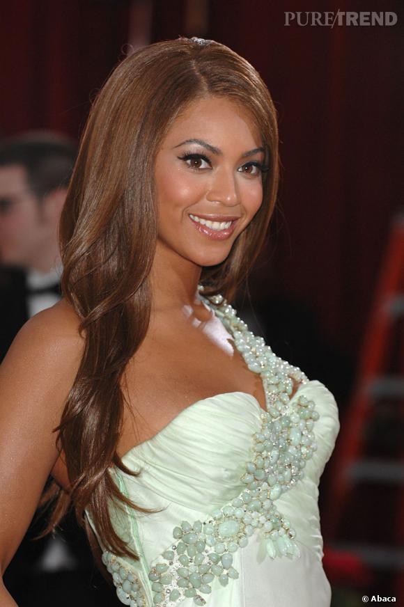 La couleur chocolat de Beyoncé sublime sa peau.