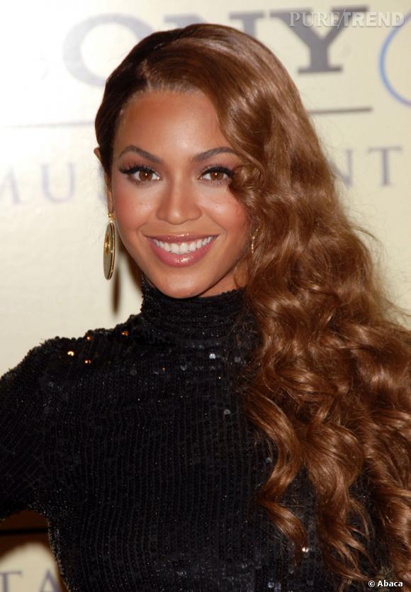 Beyoncé arborait la cascade de cheveux sur le côté en 2007, bien avant qu'elle redevienne à la mode en 2011.