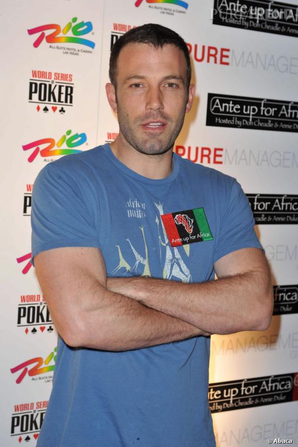 Ben Affleck en 2009 : L'acteur a des airs de coach sportif avec cette coupe courte et ces biceps moulés dans un t-shirt. Un changement de carrière en vue ?
