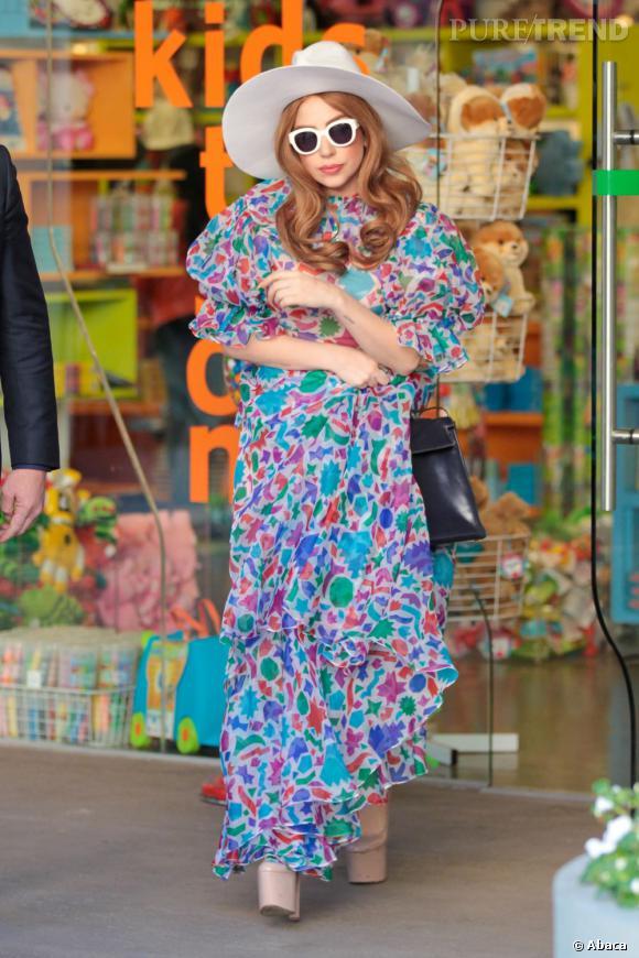 Lady Gaga en pleine séance de shopping dans les rues de Los Angeles.