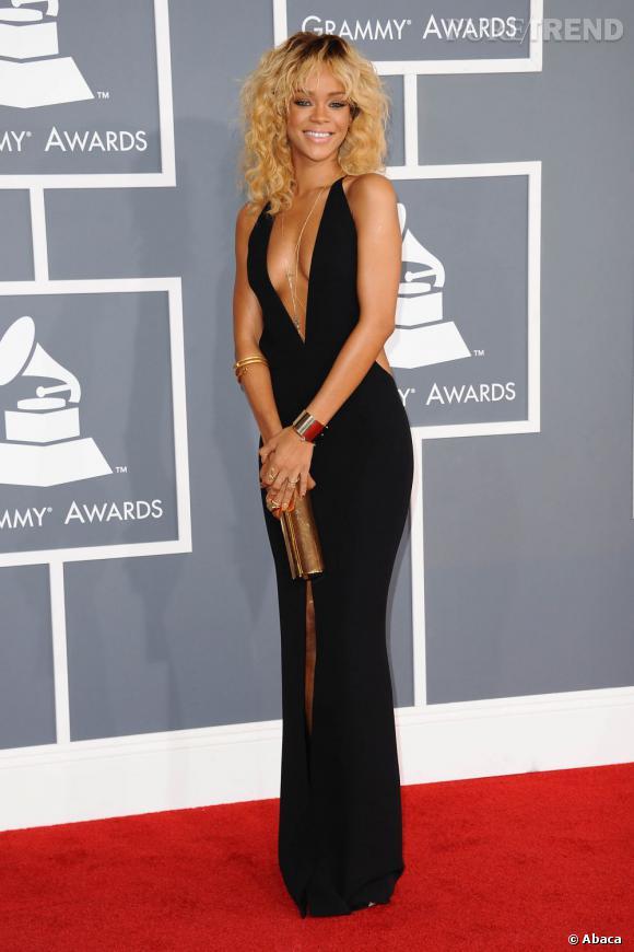 Rihanna en robe Giorgio Armani.
