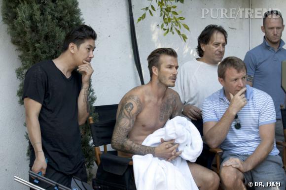 David Beckham sur le tournage de la pub H&M. Sa doublure fesse ne doit pas être si loin ...
