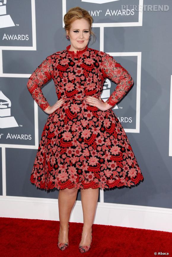 Les bonnes élèves    des Grammy Awards 2013 :   La jeune maman Adele change un peu ses habitudes et opte pour une robe colorée et transparente !