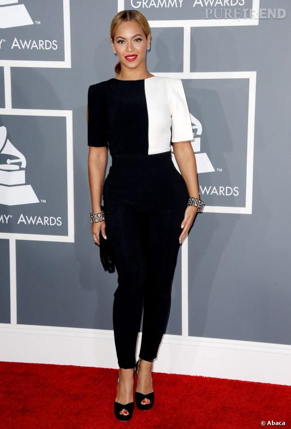 Les bonnes élèves    des Grammy Awards 2013 :   Beyoncé est généralement de celles qui optent pour des robes ultra sexy. Aujourd'hui elle montre l'exemple avec un ensemble Osman couture et chic.