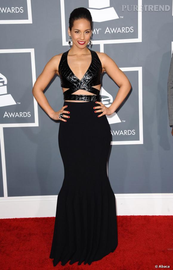 Les mauvaises élèves   des Grammy Awards 2013  : Alicia Keys et sa robe bandage Azzedine Alaïa.