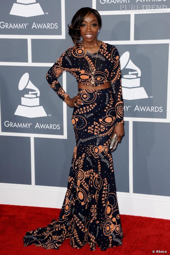 Les bonnes élèves    des Grammy Awards 2013 :   Estelle dévoile son ventre avec raffinement.