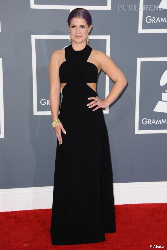 Les bonnes élèves    des Grammy Awards 2013   : Kelly Osbourne maîtrise son jeu de découpe en robe Paule Ka.