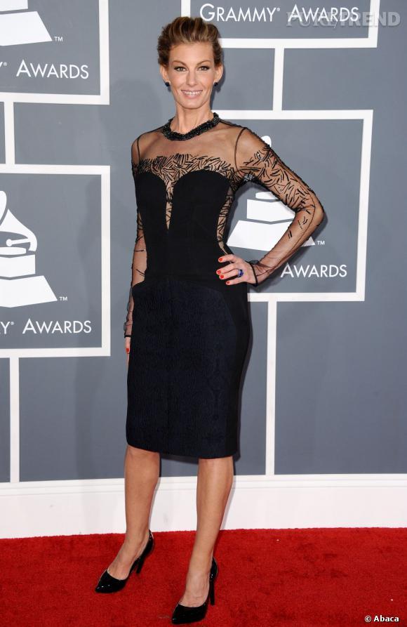 Les bonnes élèves    des Grammy Awards 2013   : Faith Hill suggère sans rien dévoiler.