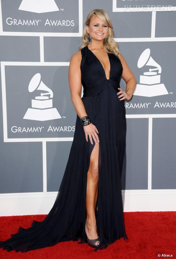 Les mauvaises élèves   des Grammy Awards 2013  : Miranda Lambert et son décolleté drapé.