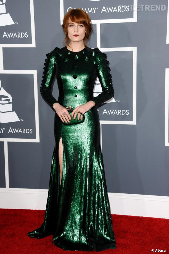 Les bonnes élèves    des Grammy Awards 2013 :   Florence Welch se couvre, peut-être un peu trop...