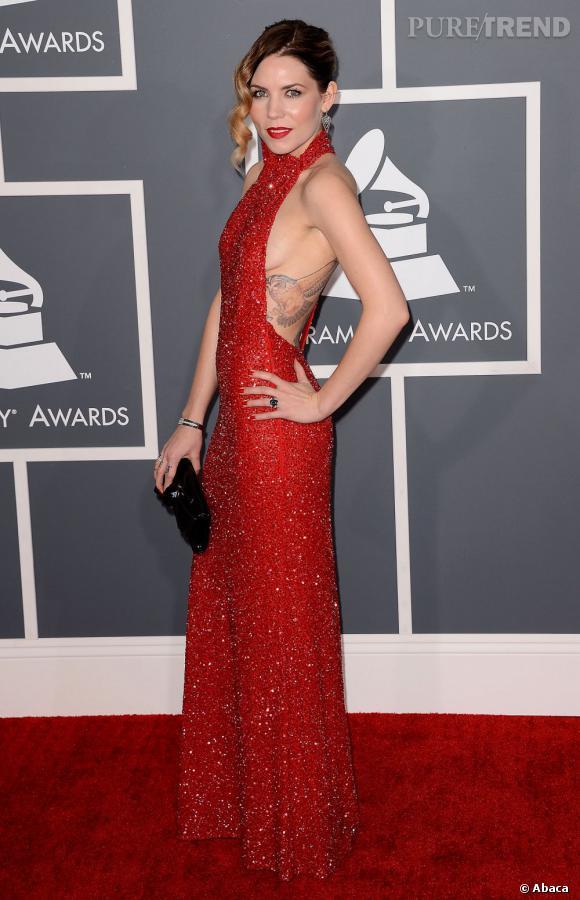 Les mauvaises élèves    des Grammy Awards 2013   : Skylar Grey et son sideboob formellement interdit.