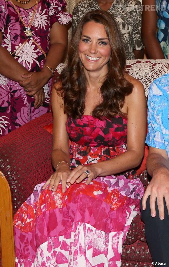 Kate Middleton risque d'être encore souvent prise en photo à son insu : son baby bump vaut de l'or !