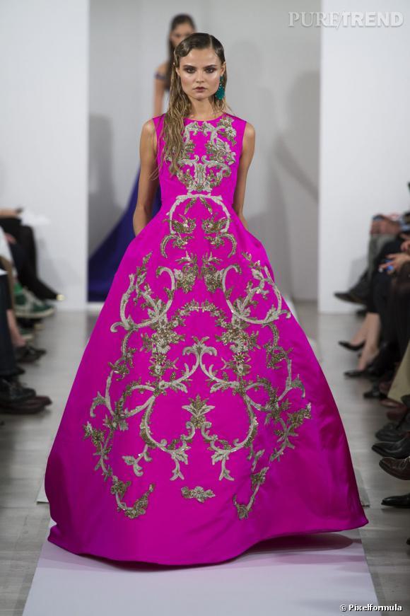 Best-of de la Fashion Week de New York Automne-Hiver 2013/2014 : Oscar de la RentaCoup de coeur pour cette robe de bal rose fluo imprimé baroque. Une princesse des temps modernes.