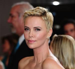 Charlize Theron aux Oscars 2013 : se raser la tete ? ''Toutes les femmes devraient le faire !''