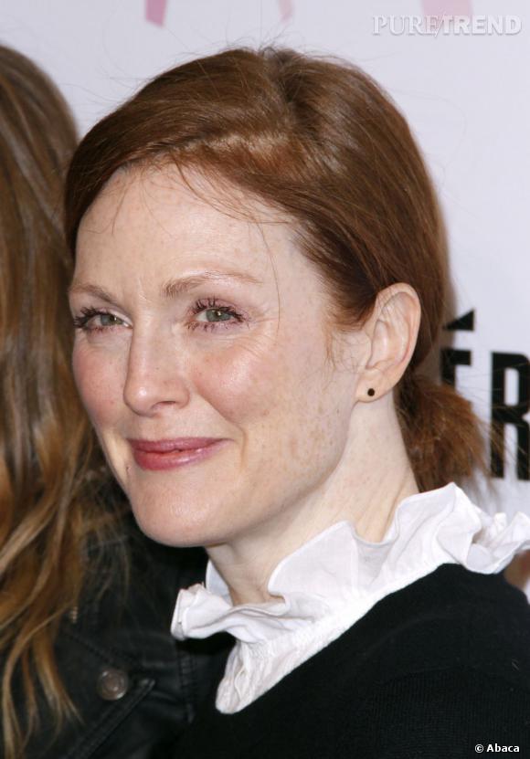 Coup de vieux : Le teint pâle, les rides marquées et presque sans maquillage, Julianne Moore a bien du mal à cacher ses 52 ans. La faute aussi à un chignon bas un peu triste.