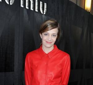 Céline Sallette ose la couleur.