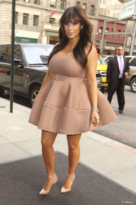 """Kim Kardashian très gonflée à New York pour l'émission """"The Kelly and Michael Show""""."""
