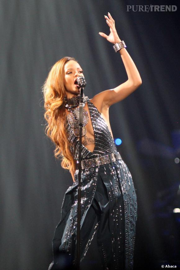 Rihanna sur scène lors du Diamonds World Tour.