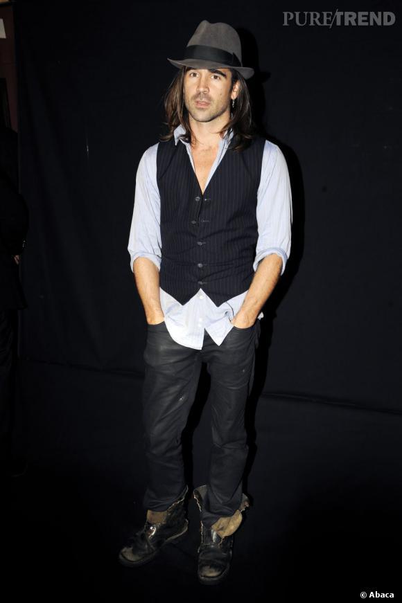 Le flop look de soirée :  En 2008 Colin Farrell se fait pousser les cheveux et hésite entre le look de dandy et de hobo.