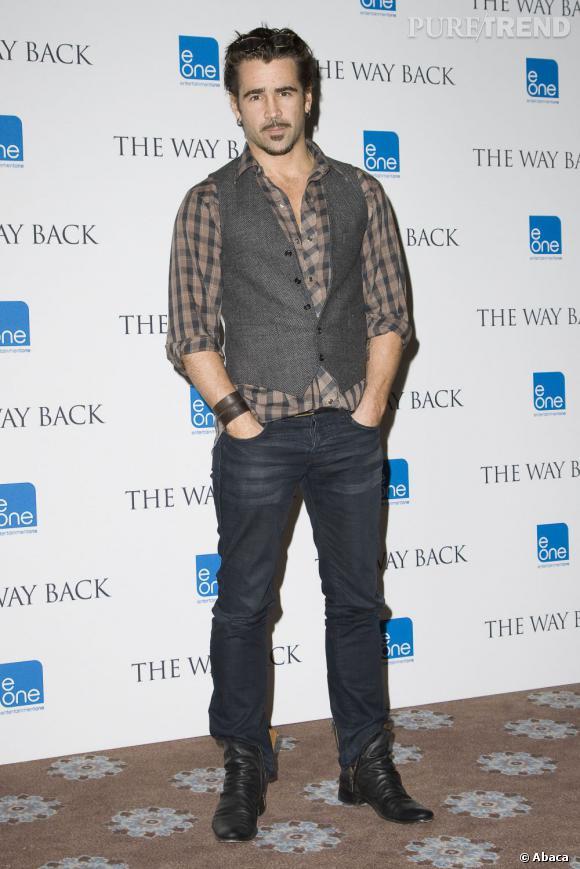 Le flop tapis rouge :  Colin Farrell essaie de se la jouer dandy, mais ressemble plutôt à un mousquetaire négligé.