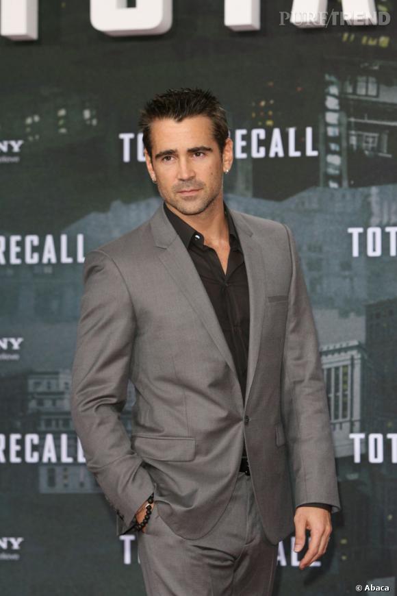 Le top look de soirée  : Elégant, les cheveux légèrement poivre et sel, sans cravate... Colin Farrell sait charmer les dames.