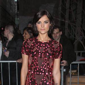 Jaimie Alexander porte une robe Naeem Khan collection Printemps-Été 2013.