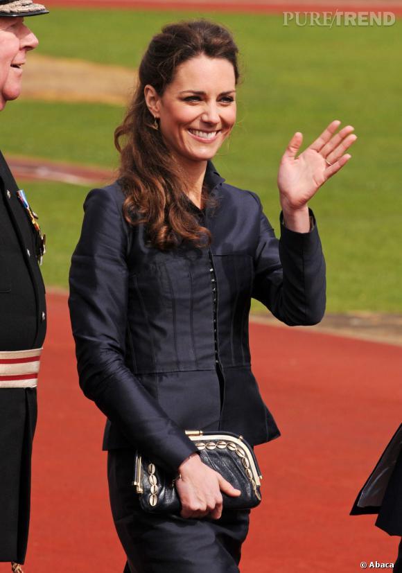 Les coiffures de Kate Middleton :  la demi-queue chic.