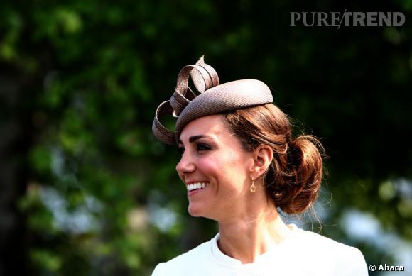 Les coiffures de Kate Middleton : Le chignon bas XXL avec un bibi.