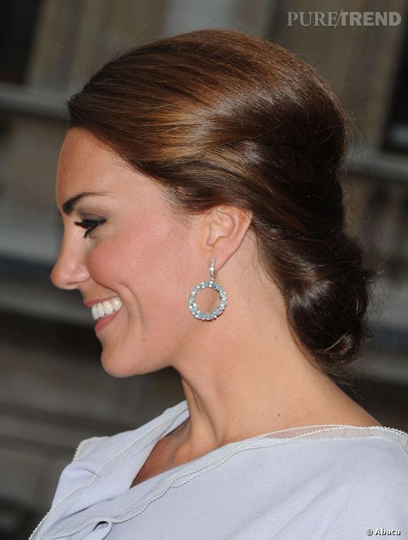 Les coiffures de Kate Middleton :  le chignon bas élégant.
