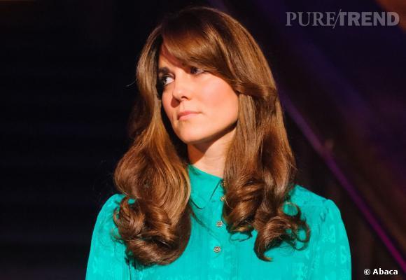 Les coiffures de Kate Middleton :  la mèche sur le côté.