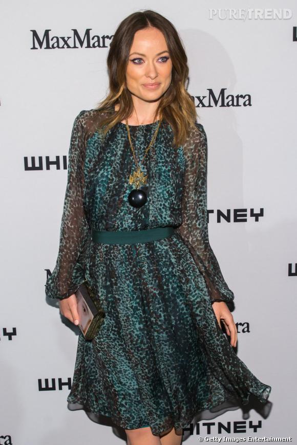 Olivia Wilde porte une robe Max Mara imprimé léopard.