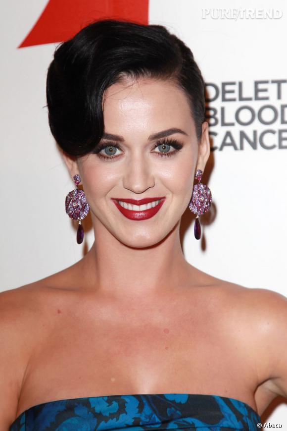 Katy Perry a présenté son 3e parfum à ses fans sur Twitter.