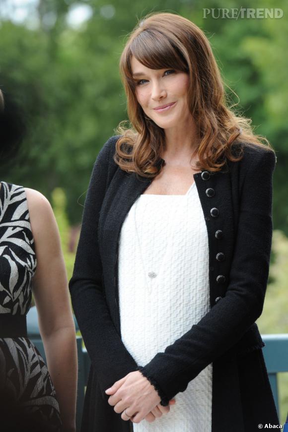 Carla Bruni se confie dans les pages du numéro de juin du magazine Vanity Fair.