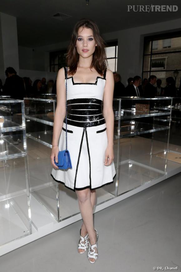 """Astrid Berges-Frisbey lors de l'inauguration de l'exposition """"N°5 Culture Chanel""""."""